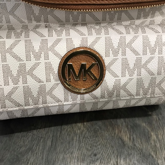 0a28f476538ecc Michael Kors Bags | Fulton Flap Continental Carryall Clutch Wallet ...